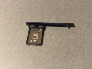 Xperia10 SIMカードトレイ